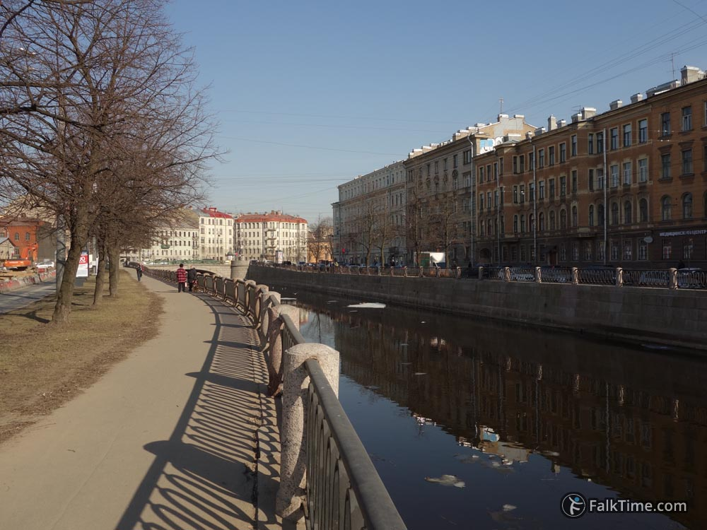 Spring - Karpovka embankment